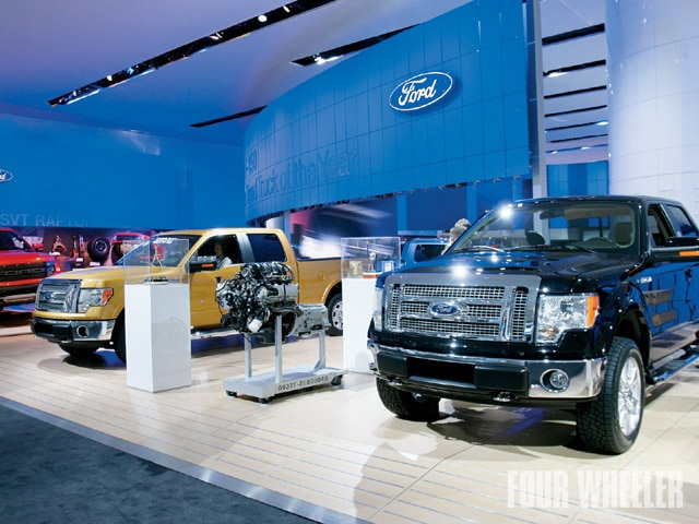 129 0905 03 z+2009 detroit auto show+ford booth