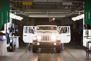 002 auto news jp jeep toledo assembly complex adds shifts