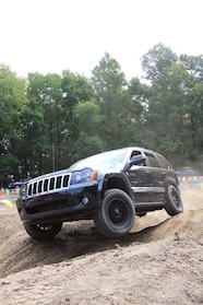 013 ocjw grand cherokee obstacle