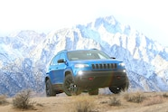 2019 suv of the year jeep cherokee trailhawk elite 3q.JPG