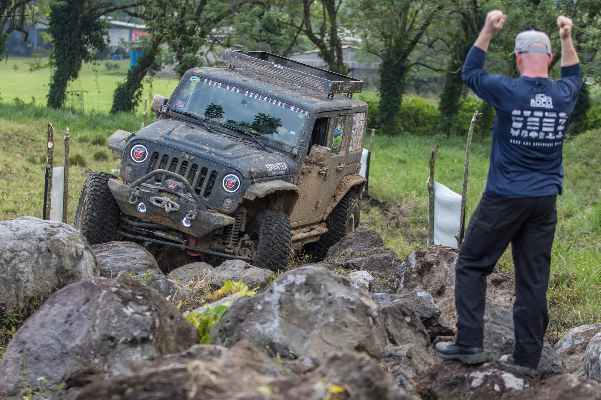 Day 3 of RAW ended with a timed tough truck–style event on the shores of Lago Yojoa. Dar Holdsworth spotted Tyrone Jones through the rock garden relatively unscathed, with the only casualty being a damaged rear driveline. Fortunately, they carried a spare for the Sprintex Jeep.