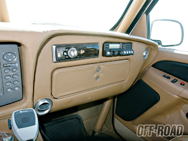 0906or 12 z+2002 chevrolet silverado 1500+interior leather and radios