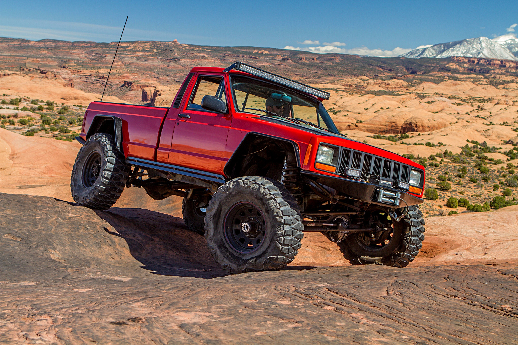 Jeep Comanche Full of Custom Tricks on