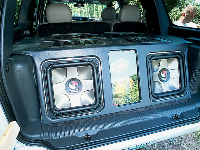 129 0209 13 z+2002 chevy tahoe+audio equipment