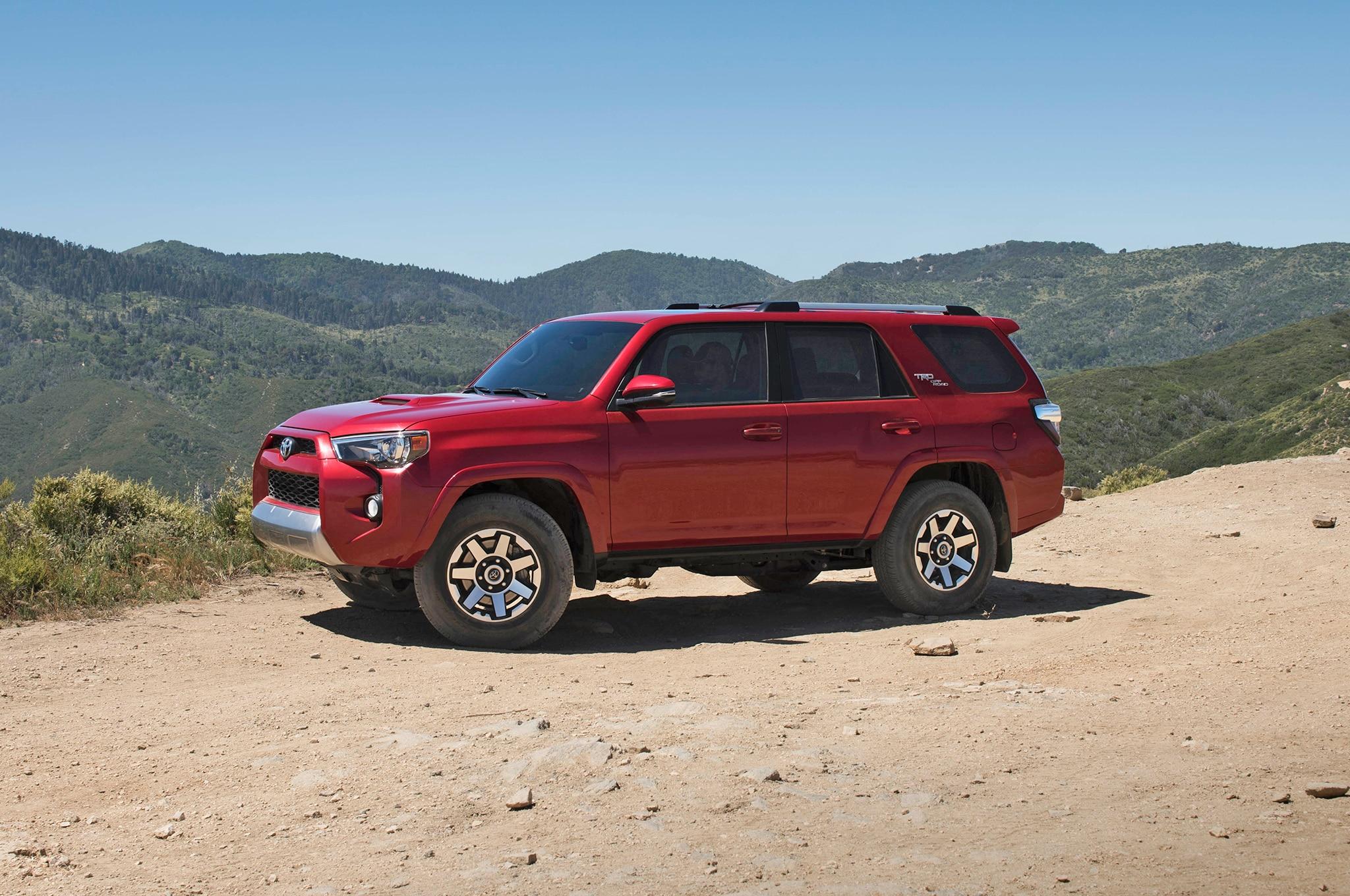 2017 Toyota 4Runner TRD Off Road Premium front three quarter 03