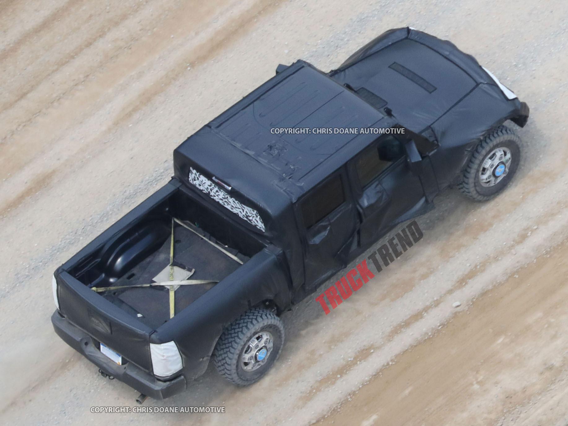 2019 Jeep Wrangler JL Pickup Spyshots 11