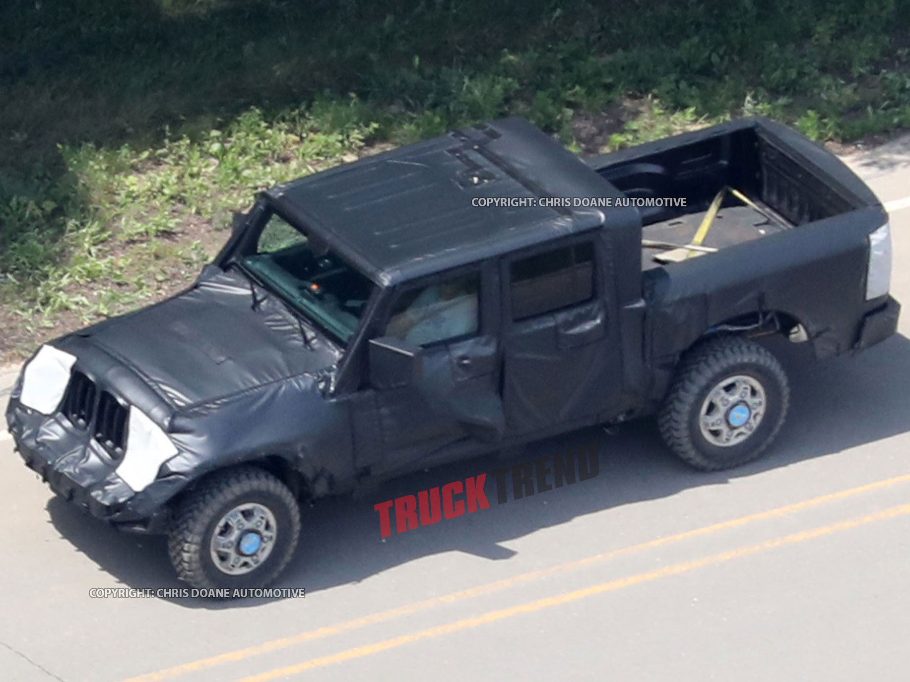 2019 Jeep Wrangler JL Pickup Spyshots 18