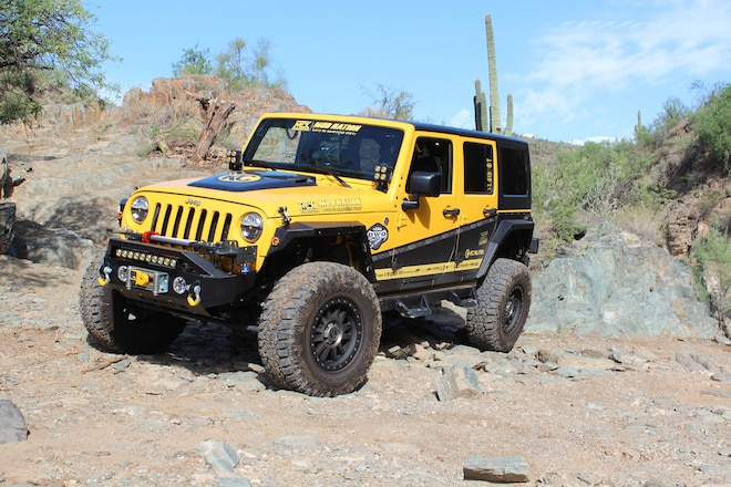 Off-Road Race Chase Jeep JK