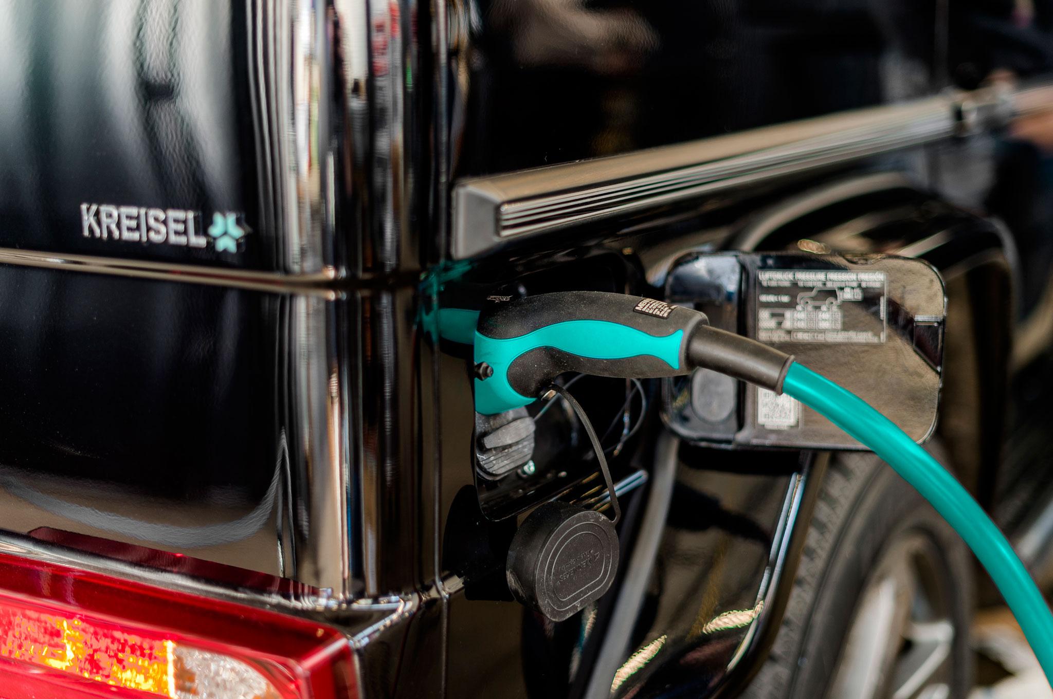 arnold schwarzenegger kreisel electric g wagen charging port