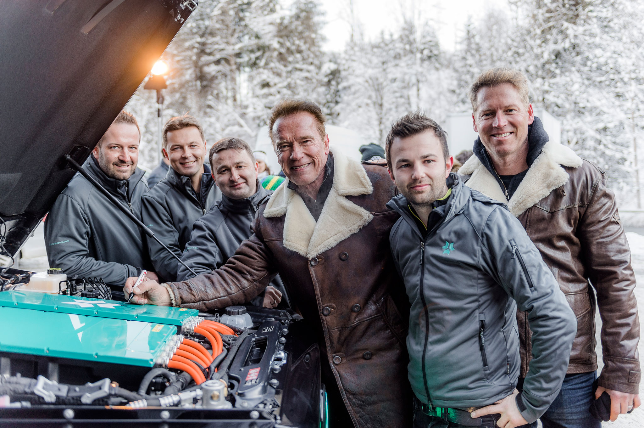 arnold schwarzenegger kreisel electric g wagen signing motor
