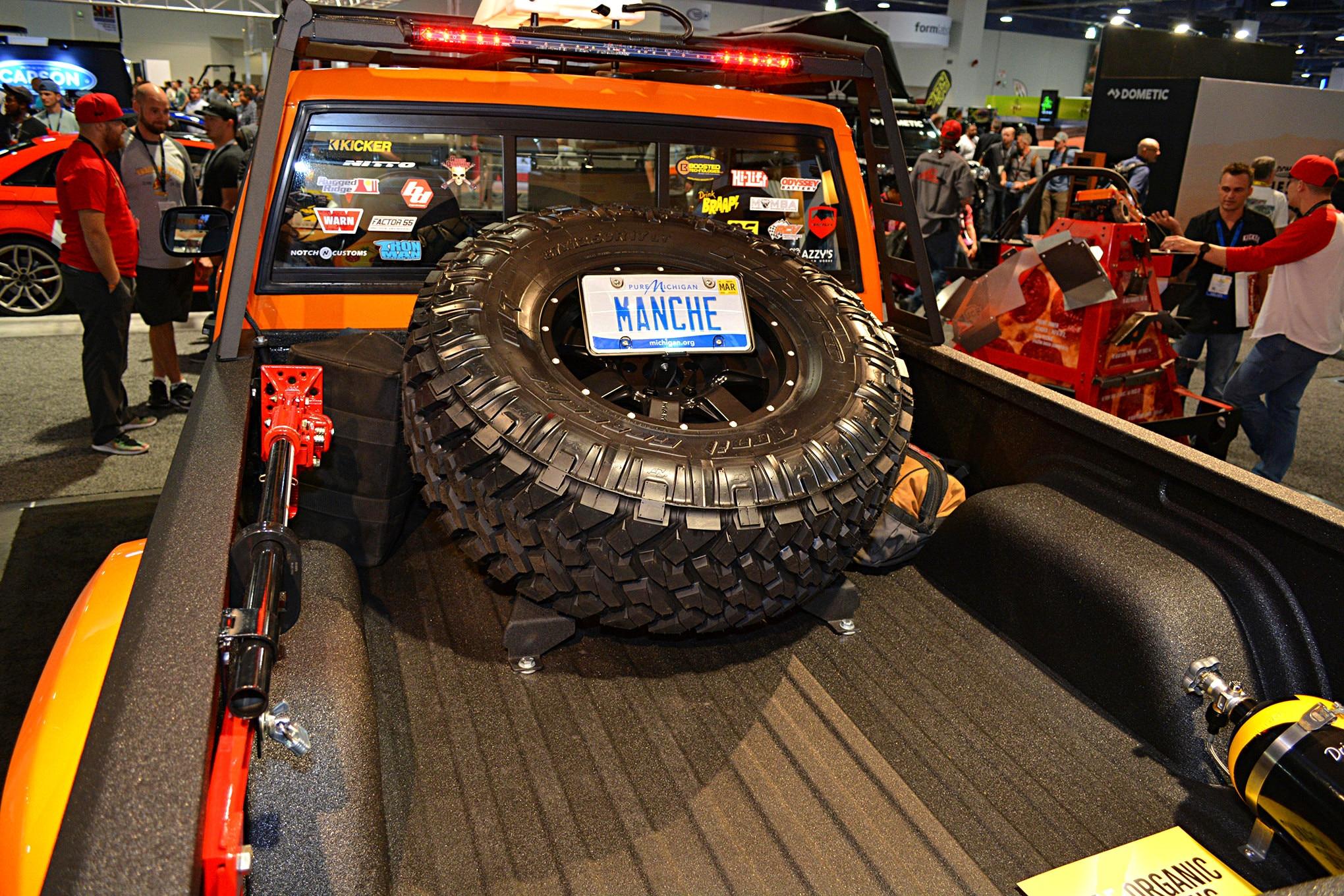 007 sema jeep mini feature comanche bed.JPG