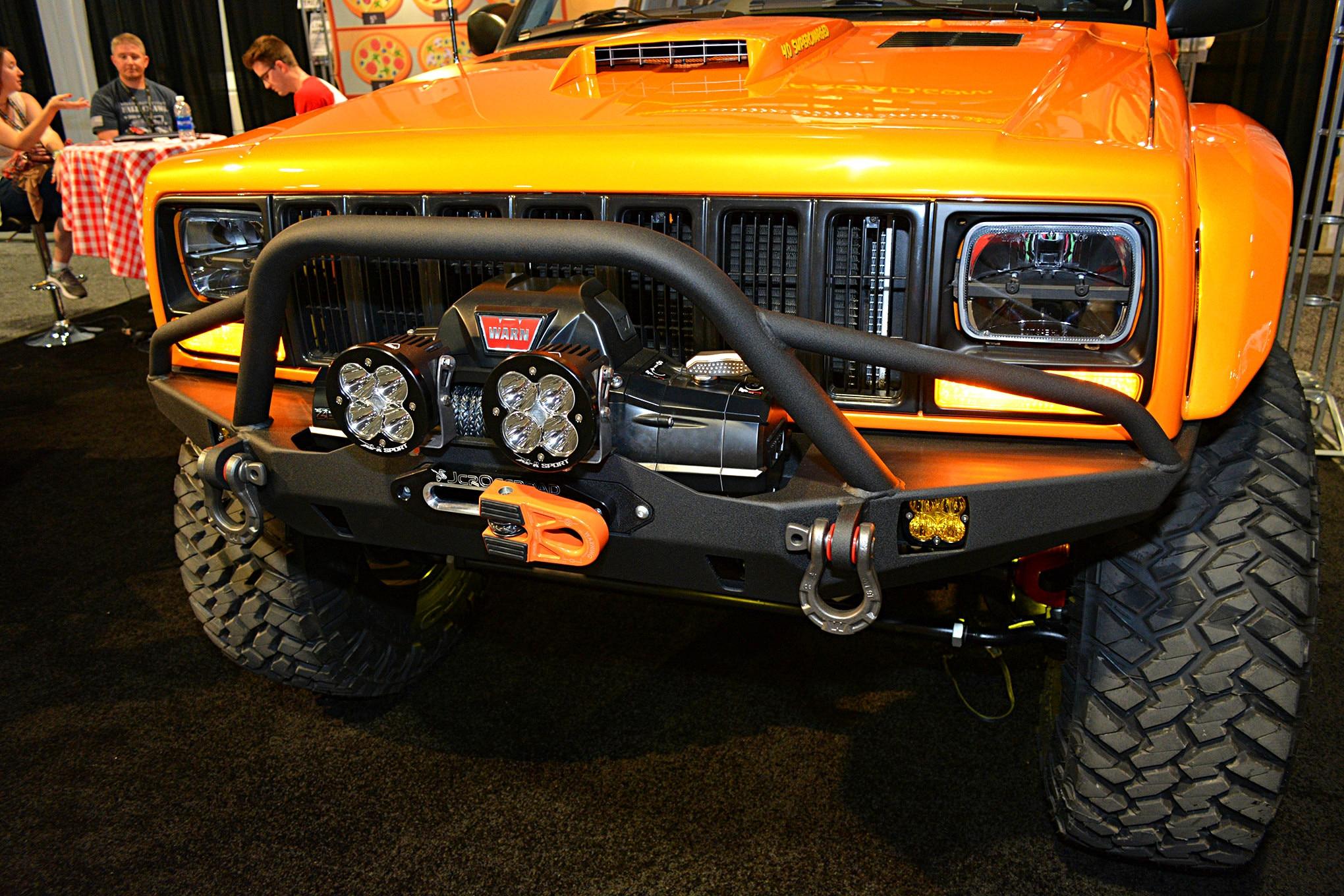 006 sema jeep mini feature comanche front bumper.JPG