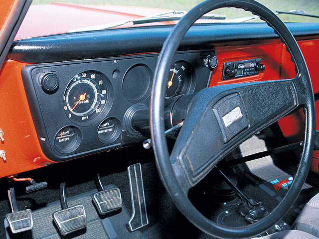 0106or 05 z+1970 chevy fullsize blazer+interior dash view
