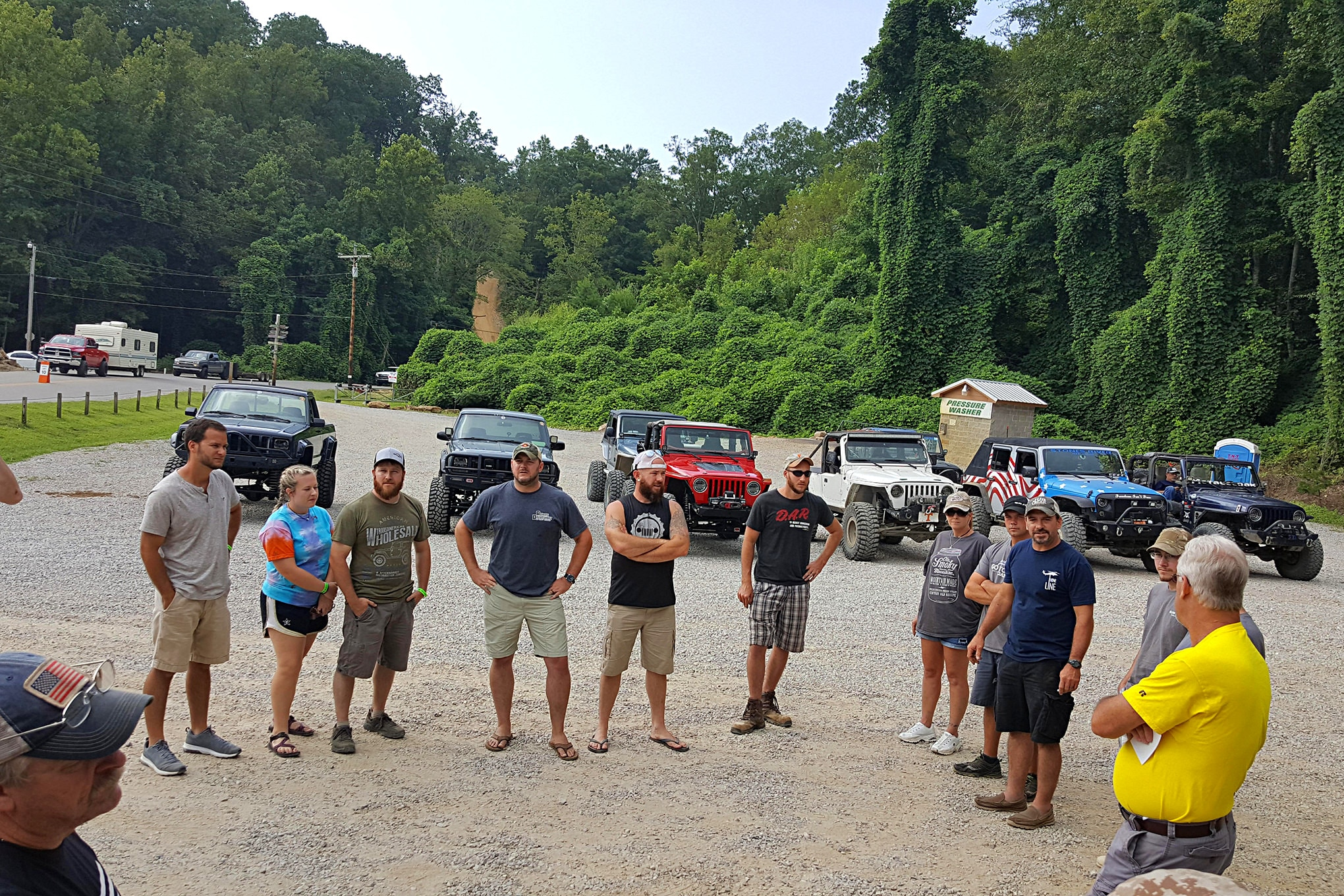 Members of the Stones River Jeep Club were our guides for the day. We held the obligatory and essential driver's meeting at the Wind Rock General Store prior to hitting the trail.