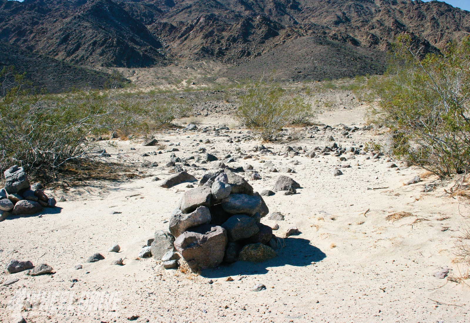 1003 4wd 05+mojave road+rock cairns