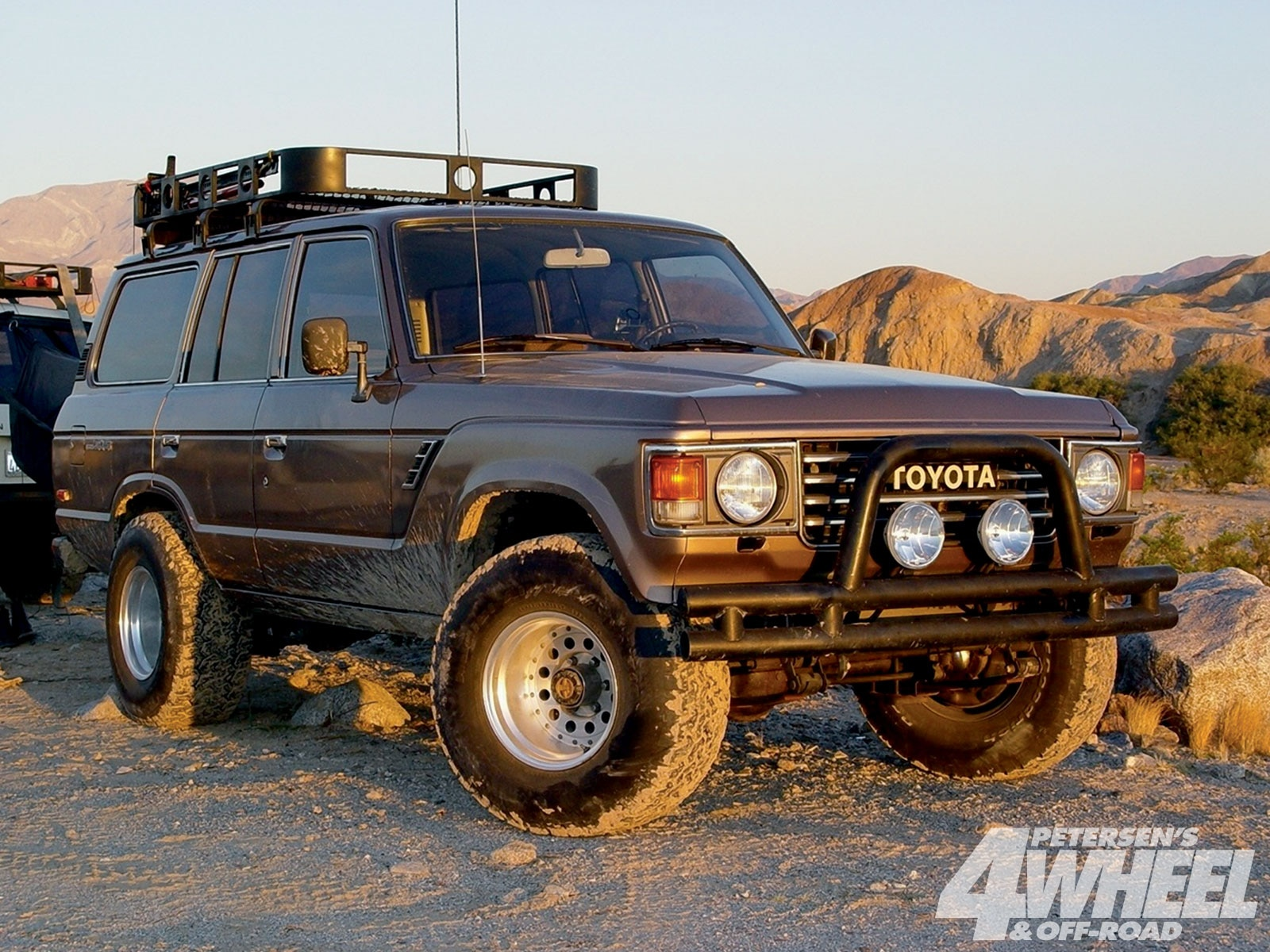 131 1004 01+buyers guide toyota land cruisers+FJ60