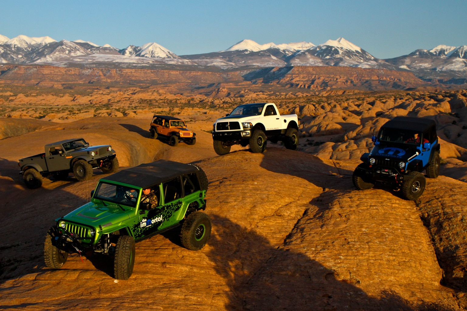 154 1003 01+2010 moab easter jeep safari+mopar underground group shot