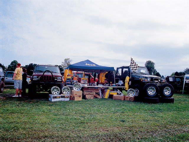 154 0501 04 z+all breeds jeep show+vender row