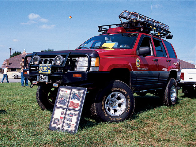 154 0501 09 z+all breeds jeep show+1996 cherokee