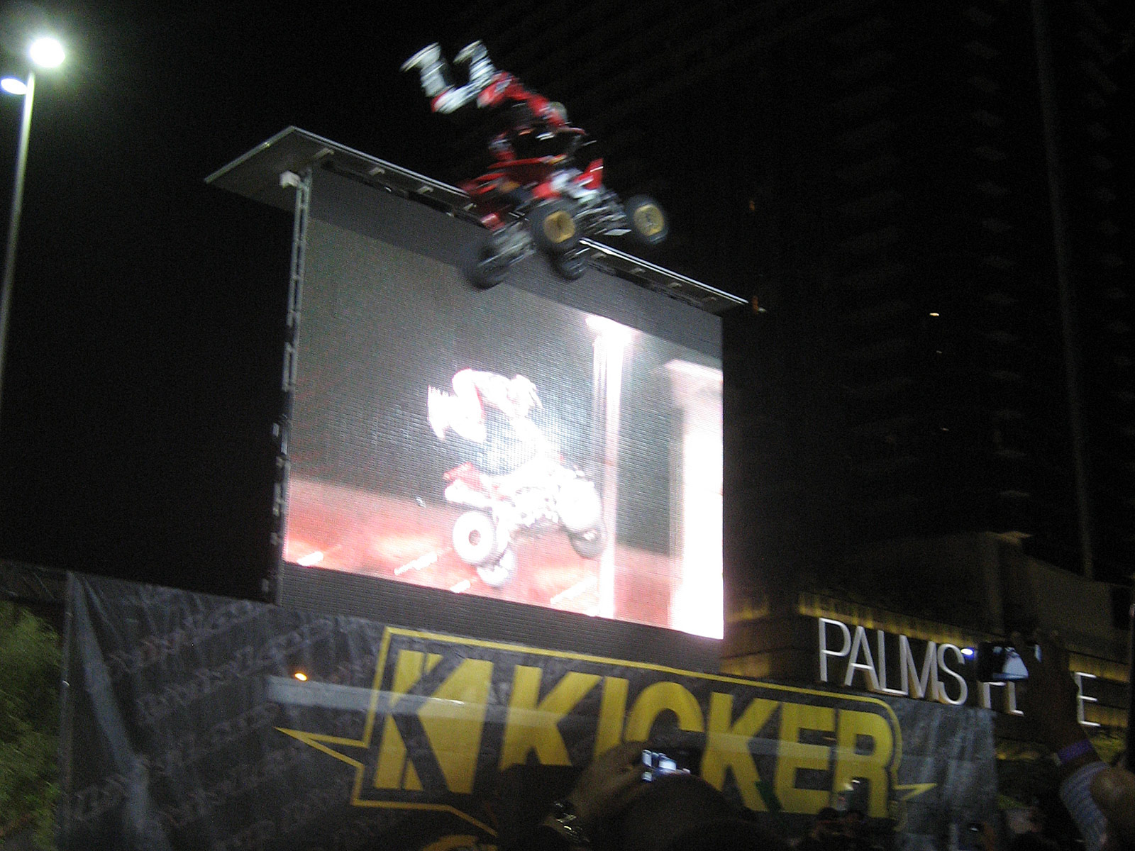 122210or 1307+2010 kicker big air bash+sema show