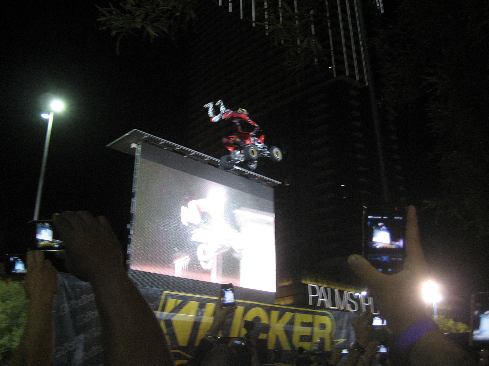 122210or 1301+2010 kicker big air bash+sema show