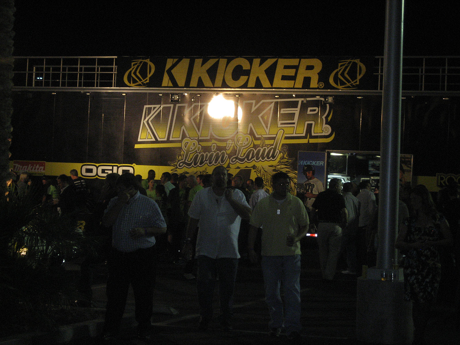 122210or 1295+2010 kicker big air bash+sema show