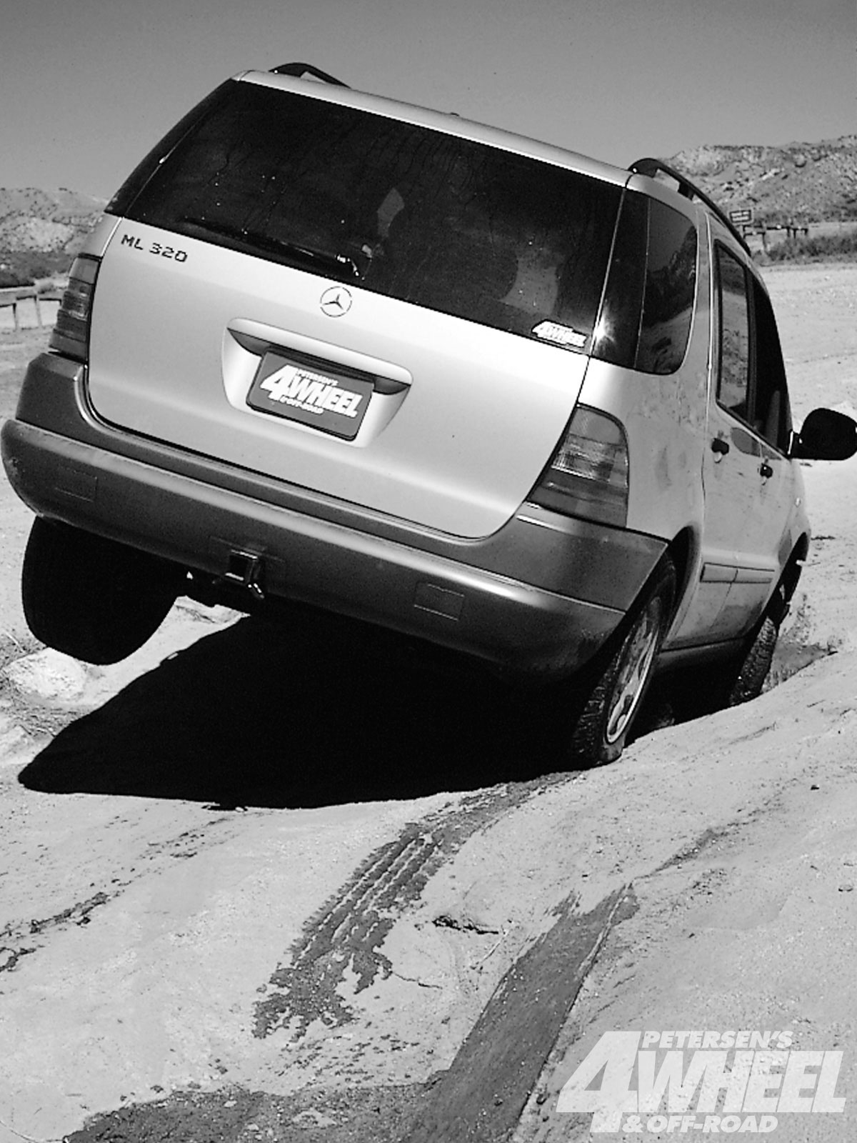 131 9802 32 o+131 9802 1998 4x4 of the year models mercedes benz ml320+rear end shot