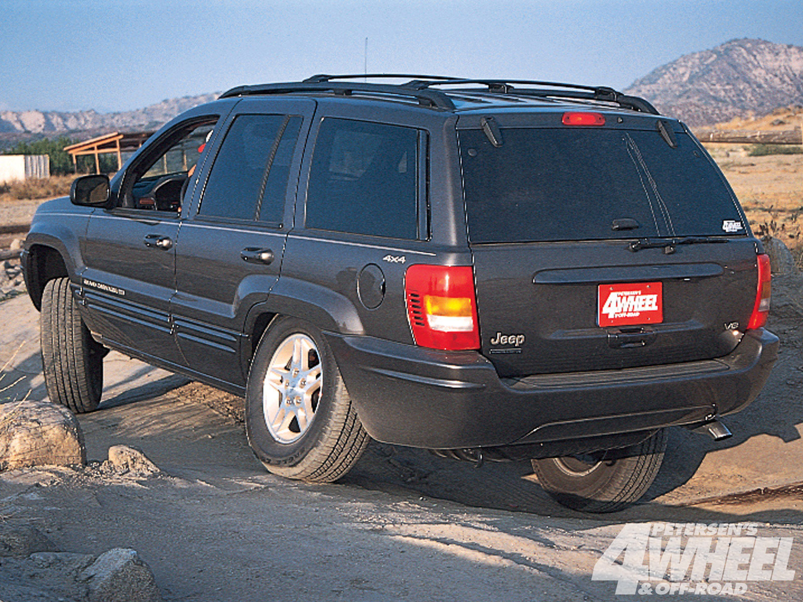 131 9902 05 o+131 9902 1999 4x4 of the year winner jeep grand cherokee+rear shot