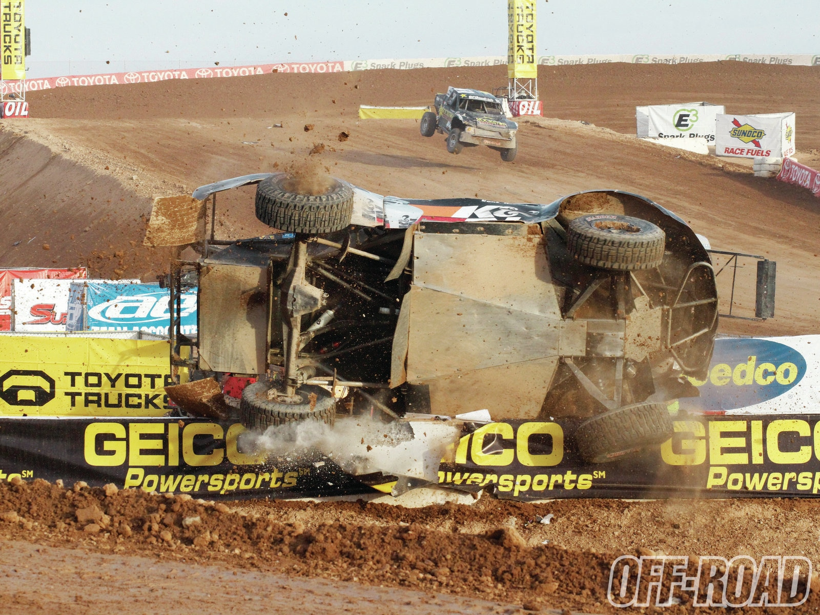 1204or 09+lucas oil off road racing+offroad vehicle on side