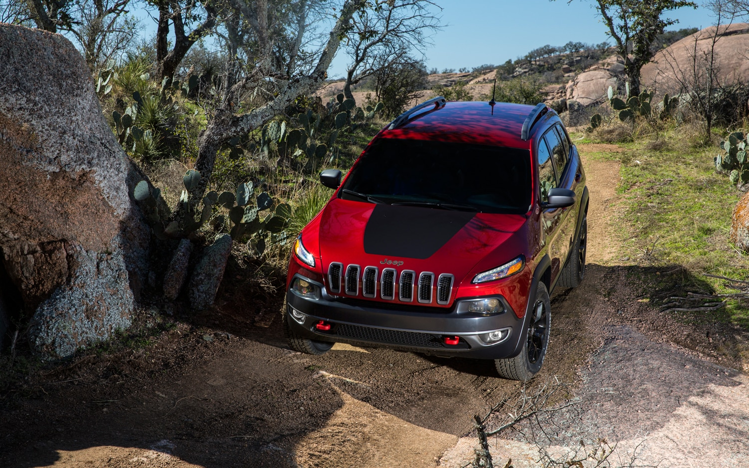 2014 Jeep Cherokee Trailhawk front view 3