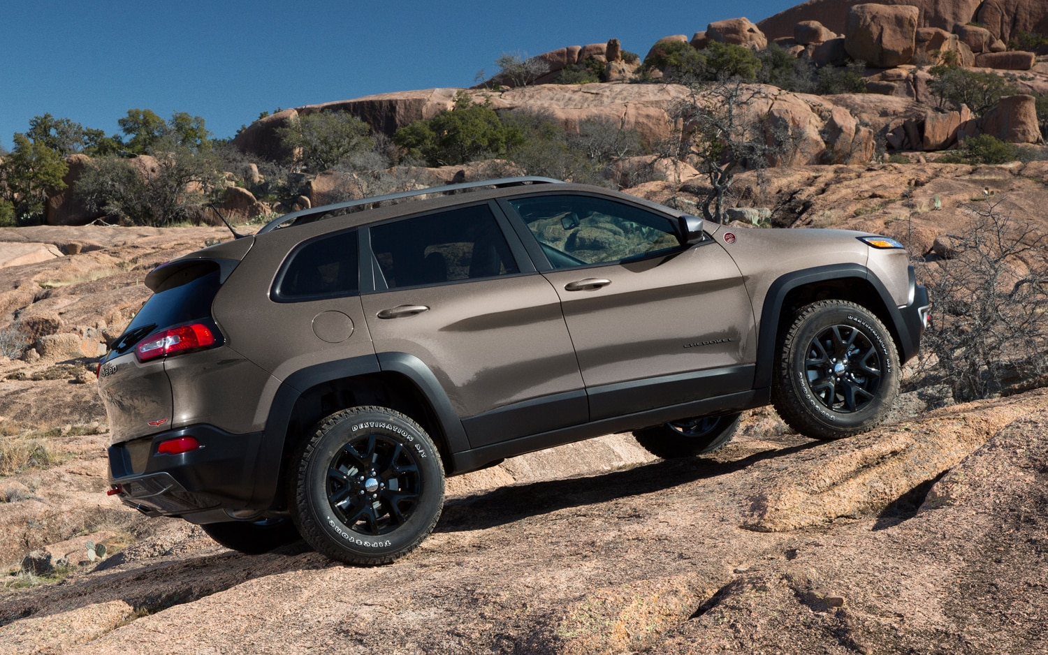 2014 Jeep Cherokee Trailhawk read side view