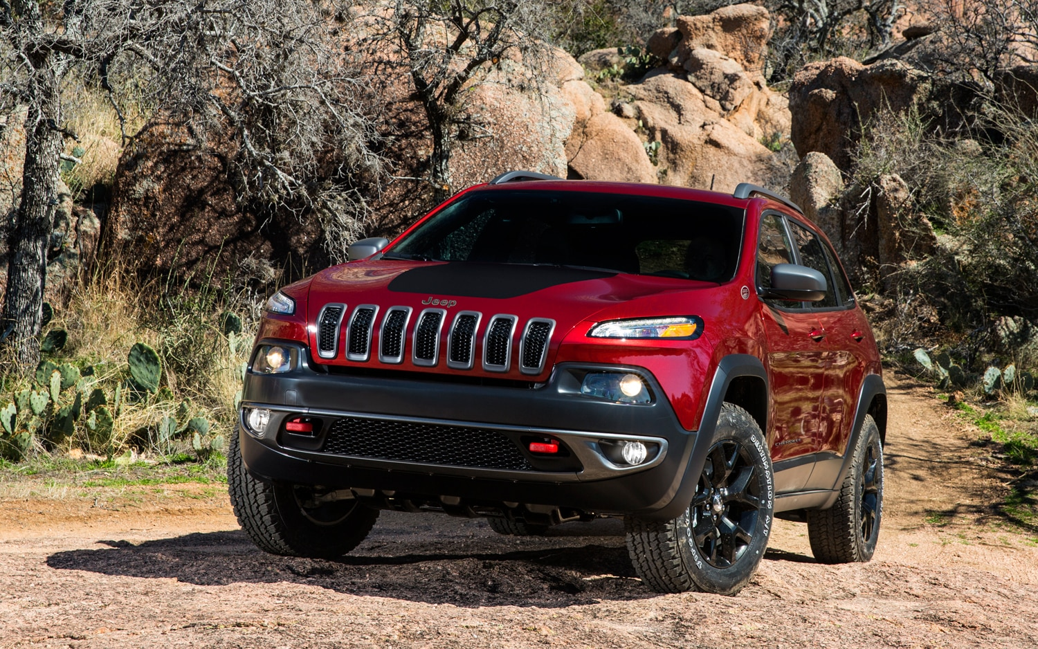 2014 Jeep Cherokee Trailhawk front view 2