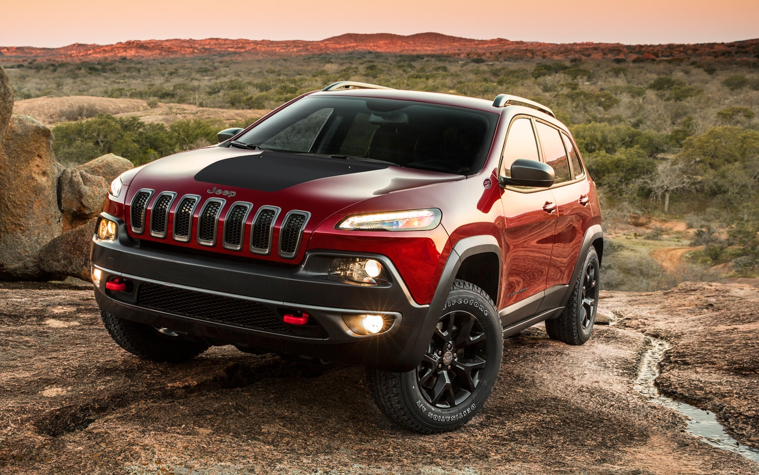 2014 Jeep Cherokee Trailhawk front three quarters view