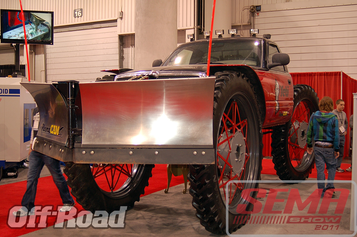 102312or 0234+2011 sema show+off road trucks and products