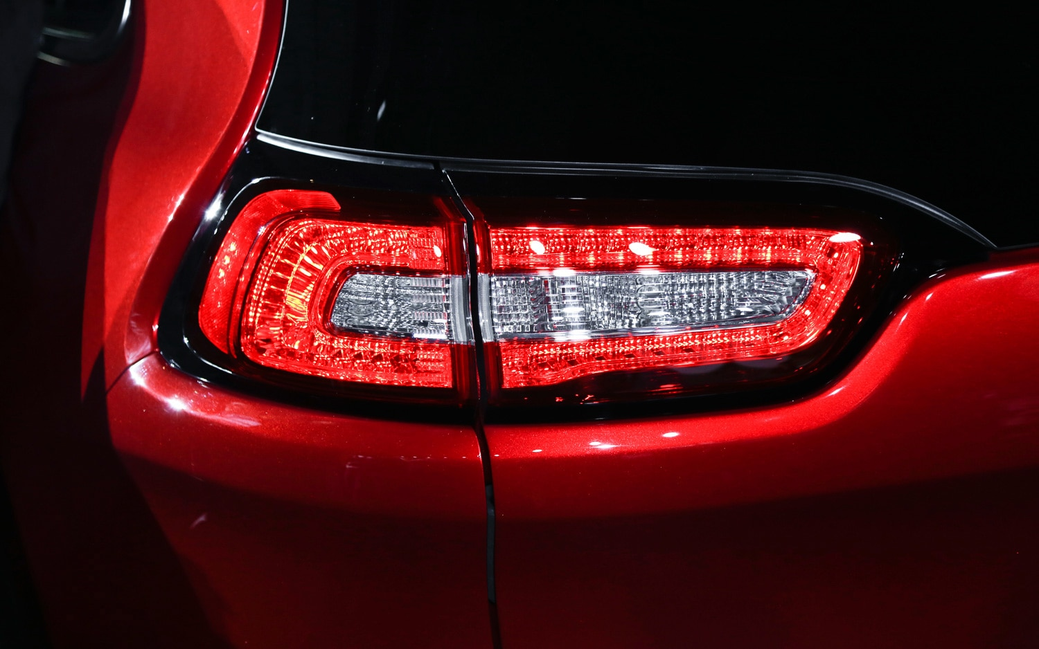 2014 Jeep Cherokee Limited taillight