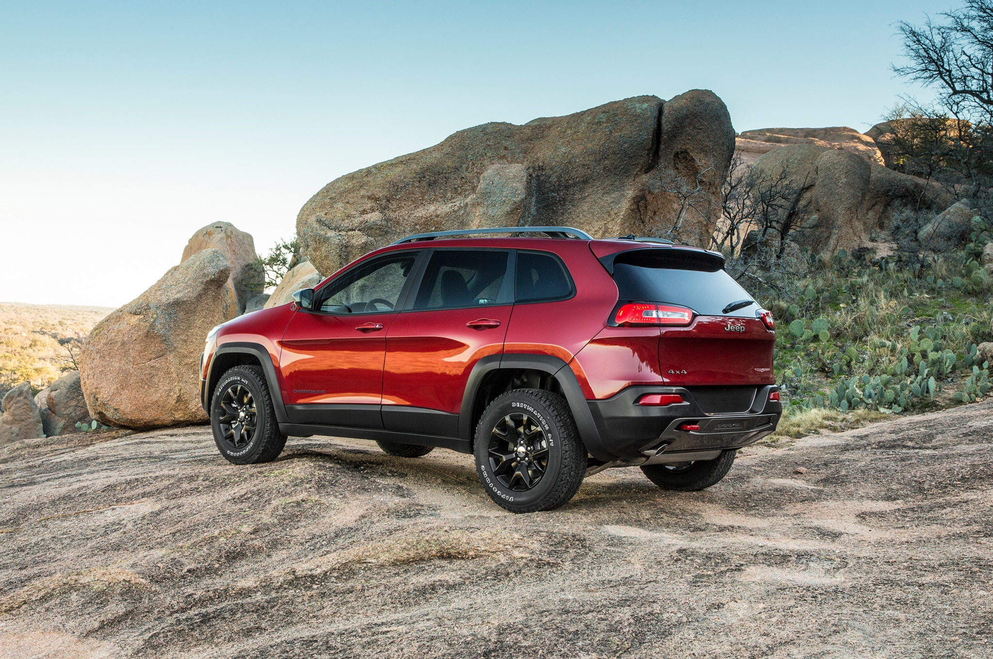 2014 Jeep Cherokee Trailhawk rear three quarter