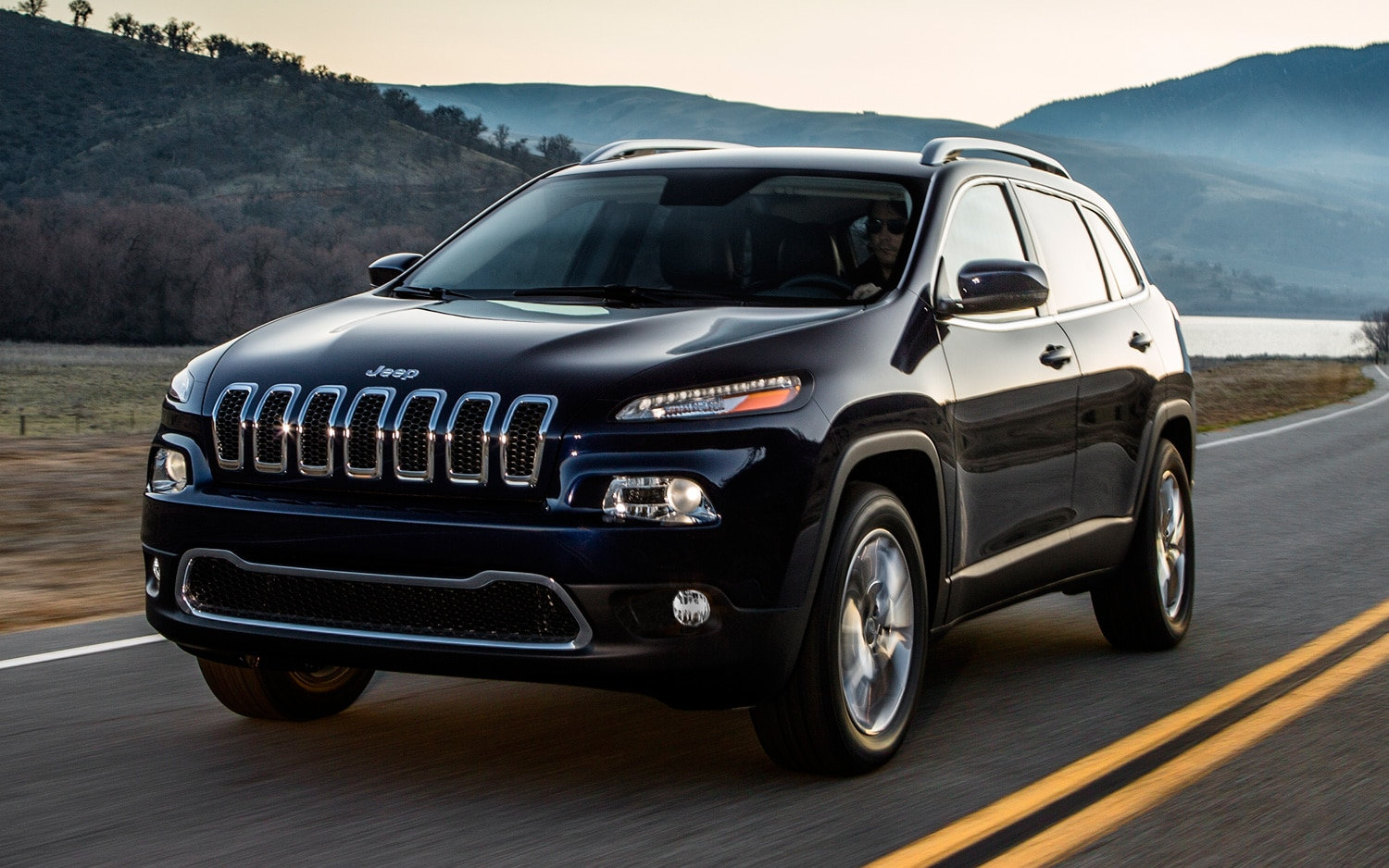 2014 Jeep Cherokee front three quarter motion