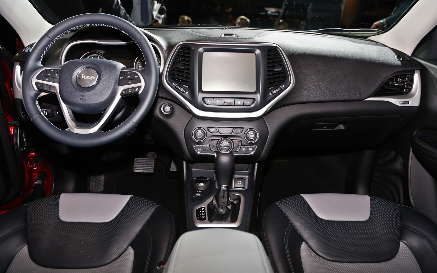 2014 Jeep Cherokee Limited cockpit