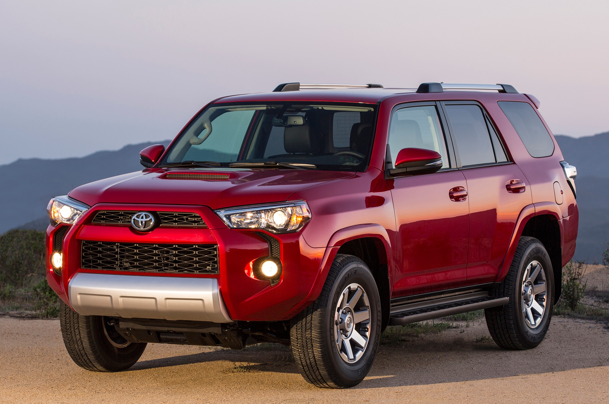 2014 Toyota 4runner Trail rear three quarters view 01