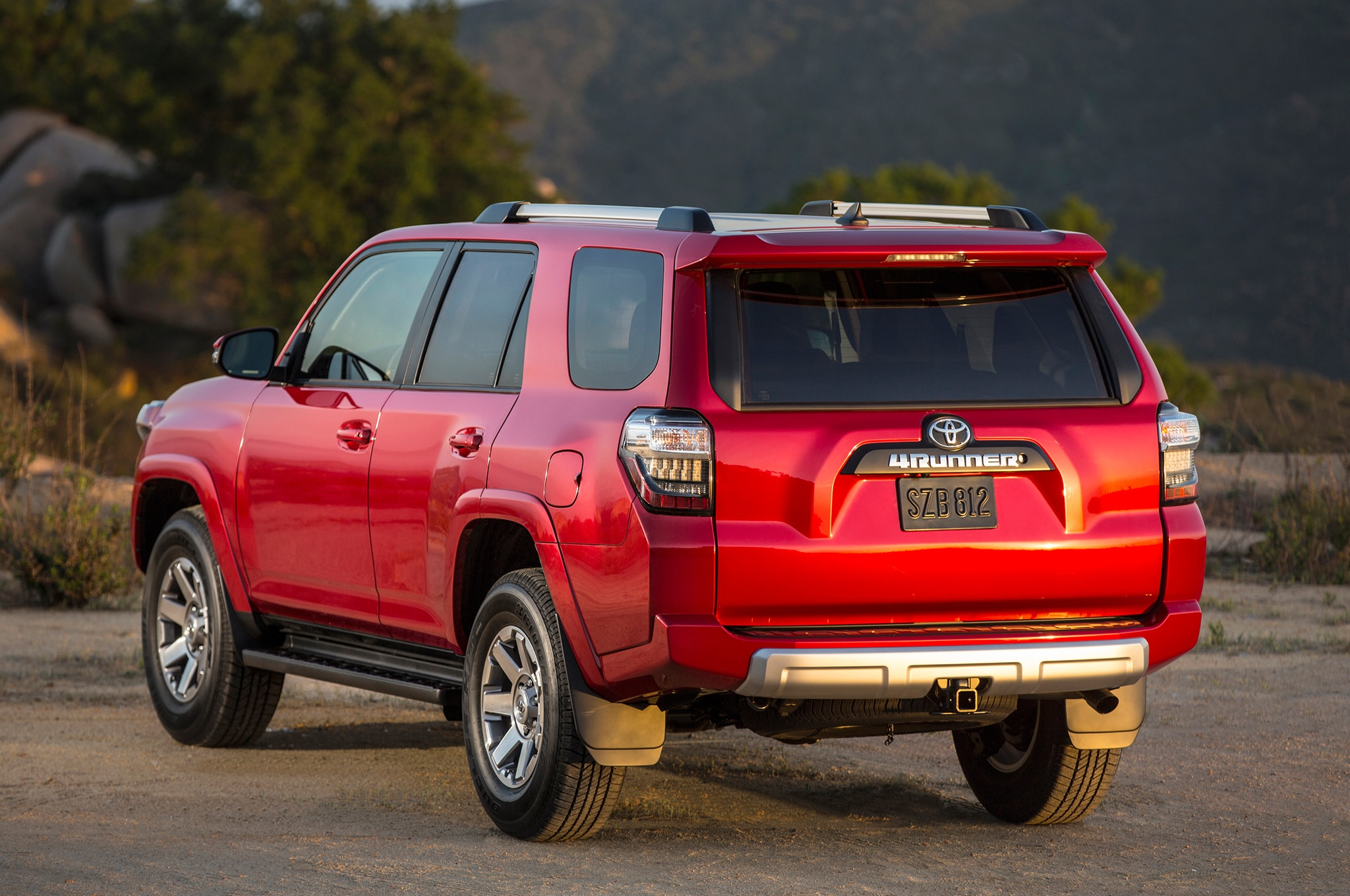 2014 Toyota 4runner Trail rear view 04