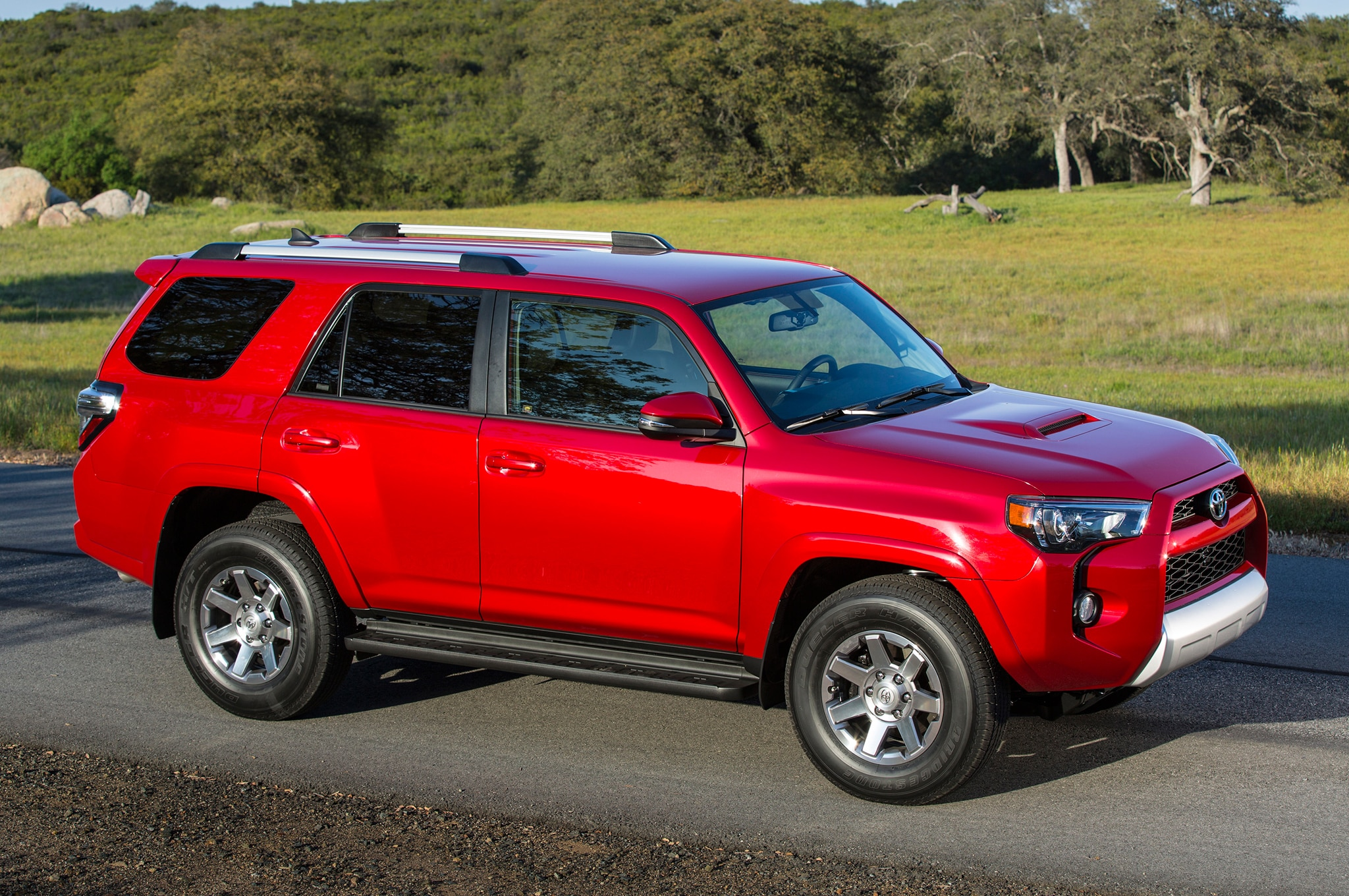 2014 Toyota 4runner Trail side view 01