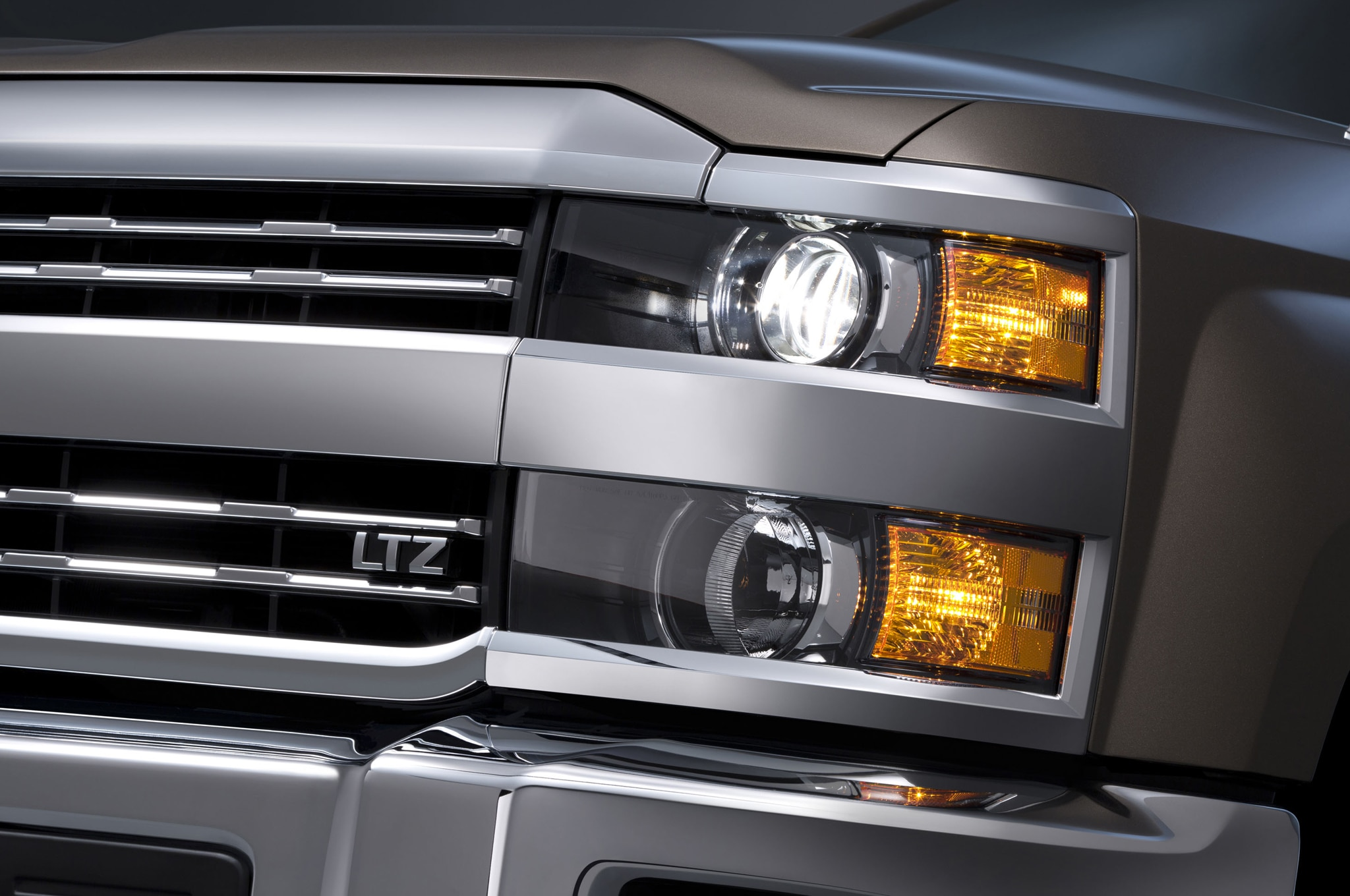 2015 Chevrolet Silverado 3500HD headlight