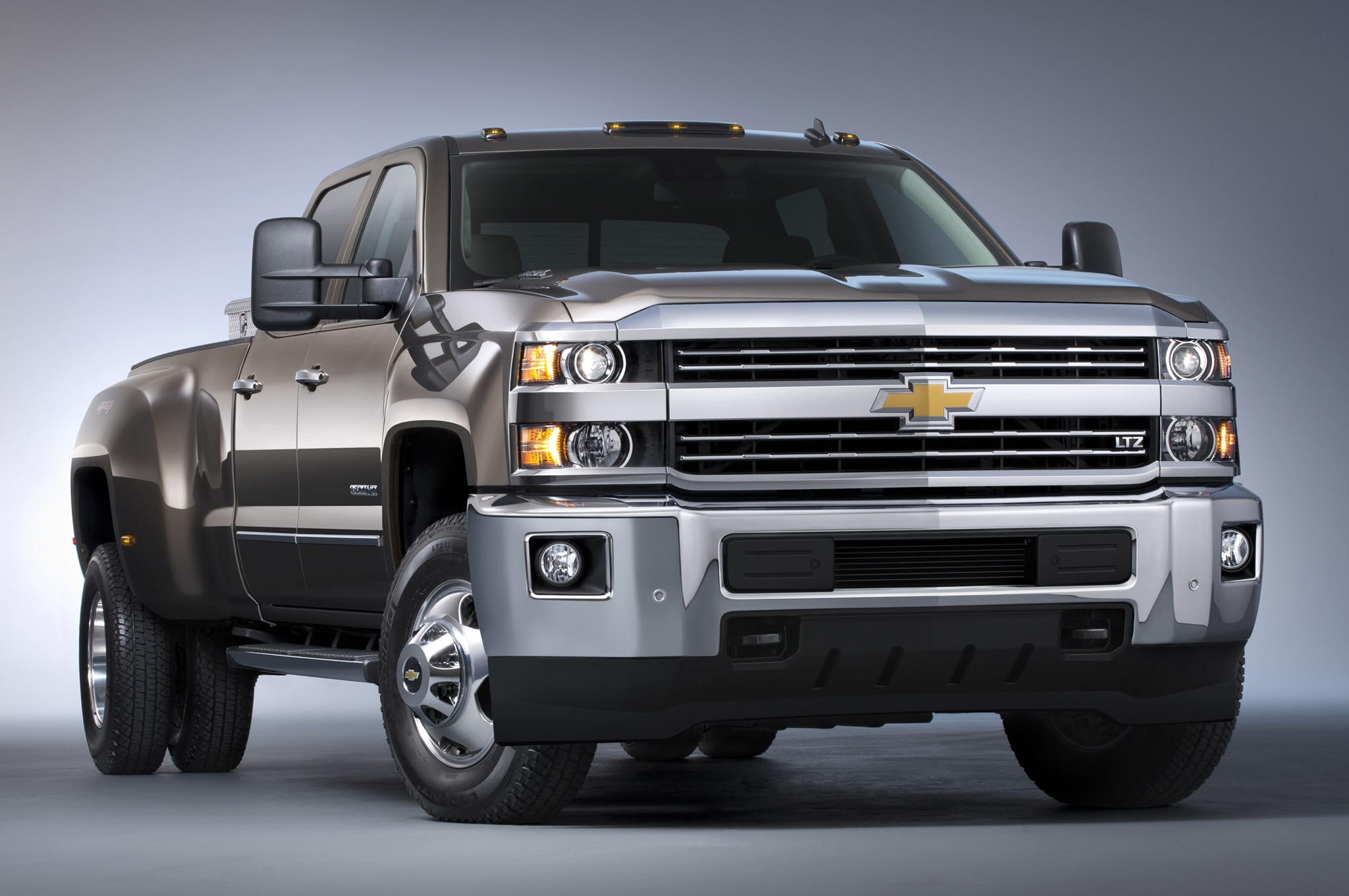 2015 Chevrolet Silverado 3500HD LTZ front three quarters view