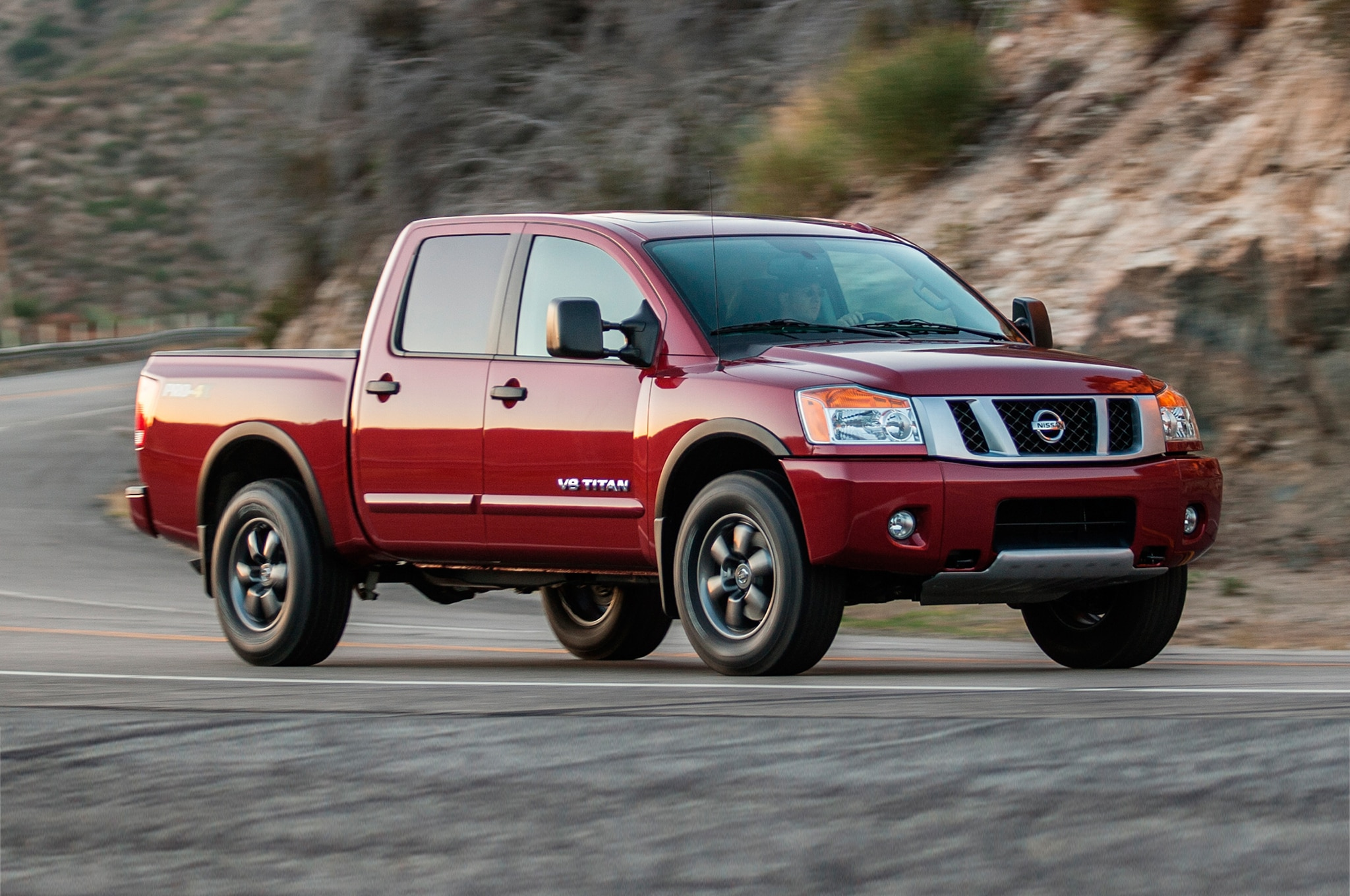 2014 Nissan Titan three quarters in motion front view 001