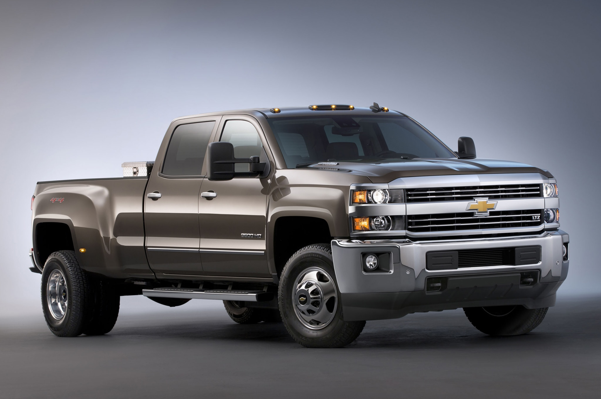 2015 Chevrolet Silverado 3500HD LTZ front three quarters