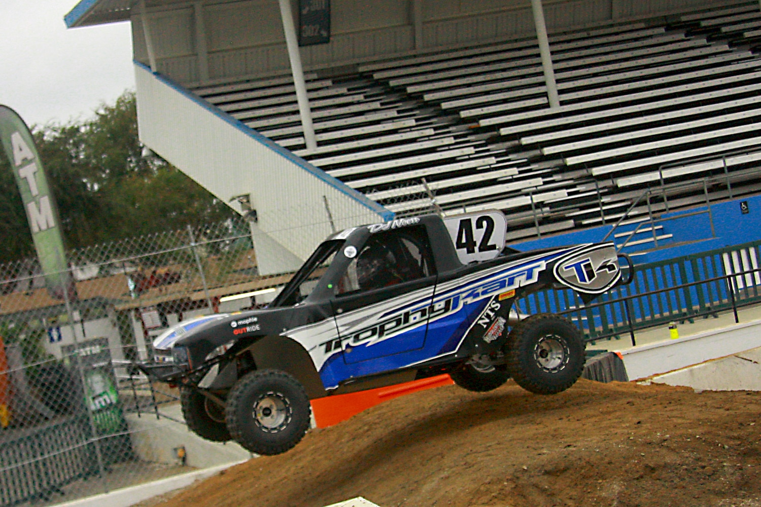Off Road Race Truck   9  Trophy Kart Jump