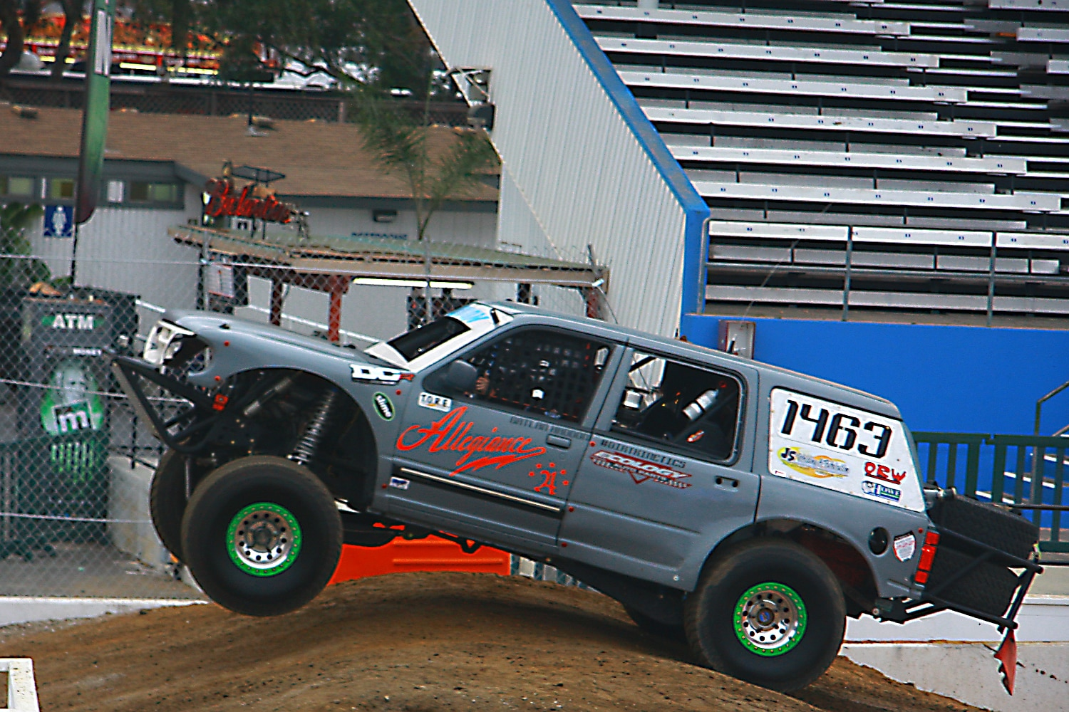 Off Road Race Truck   33  Ford Explorer Prerunner