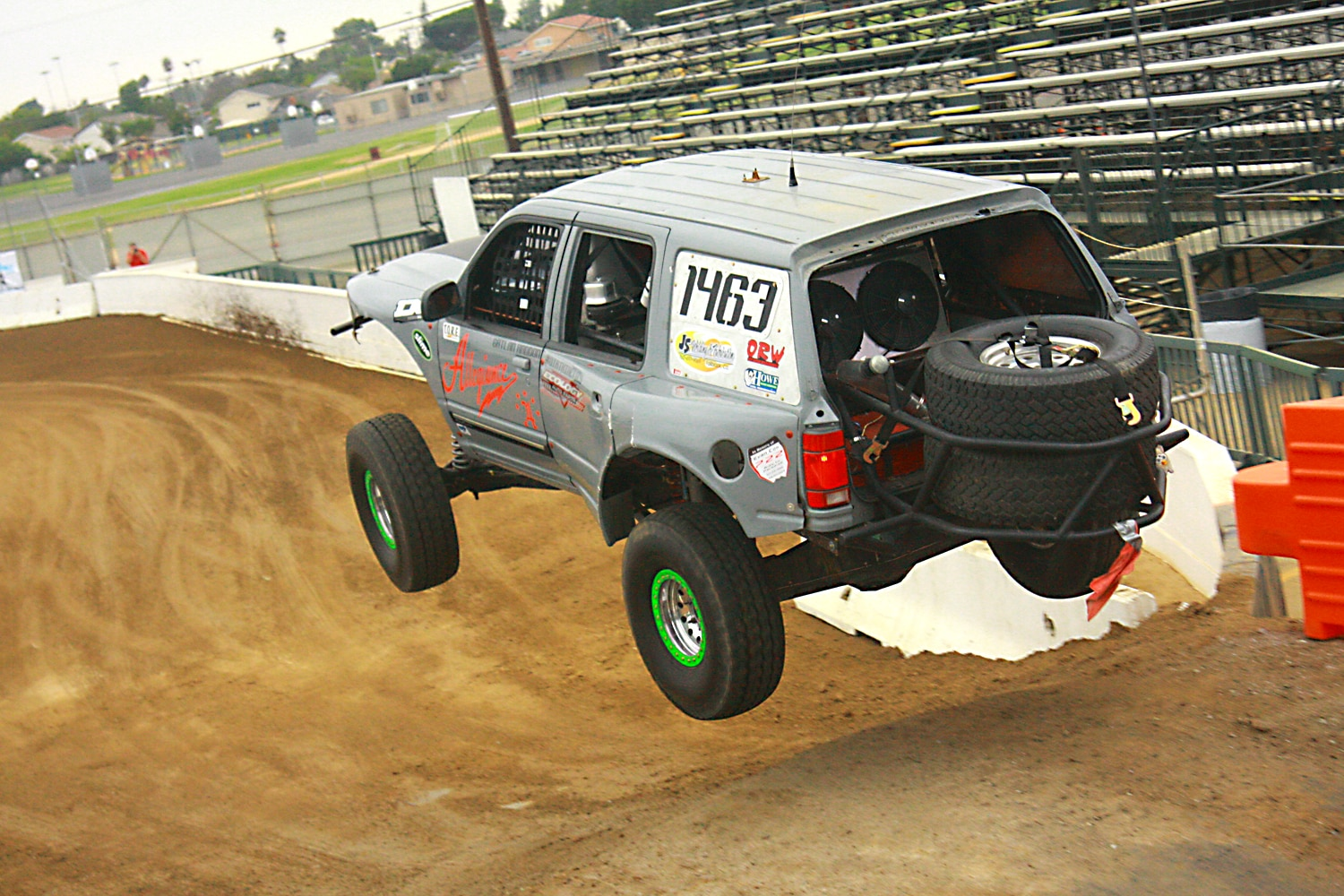 Off Road Race Truck   34  Ford Explorer Prerunner rear
