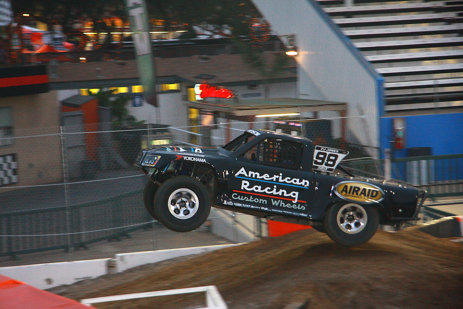 Off Road Race Truck   48  SST Jump Side
