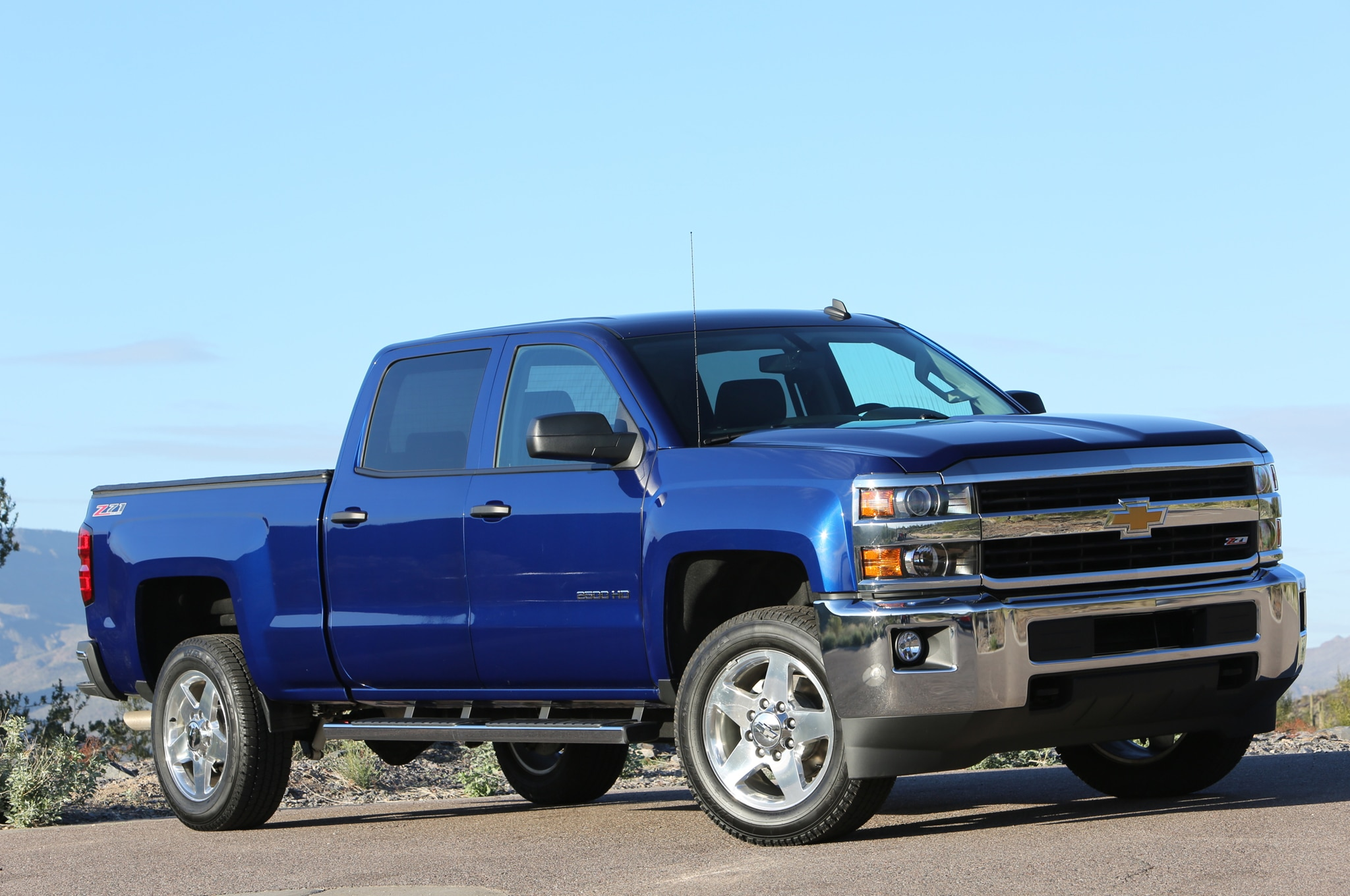 2015 Chevrolet Silverado 2500HD LT front three quarters